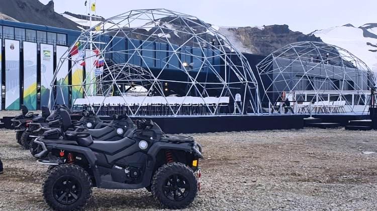 Veículos Can-Am Outlander da estação brasileira na Antártida encaram neve e carga pesada